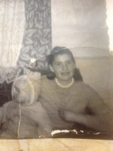 Rita Murphy avec un des enfants de la famille Quirke en 1964