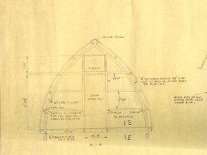L'encre noire sur le papier illustrant la charpente arquée et les détails techniques requis pour la construction du mur d'extrémité avant du refuge.