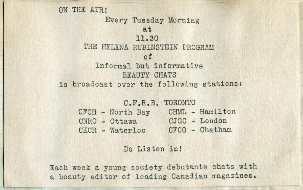 Coupure promotionnelle indiquant le jour et l'heure de l'émission de radio avec le nom de la chaîne et une courte description du programme.