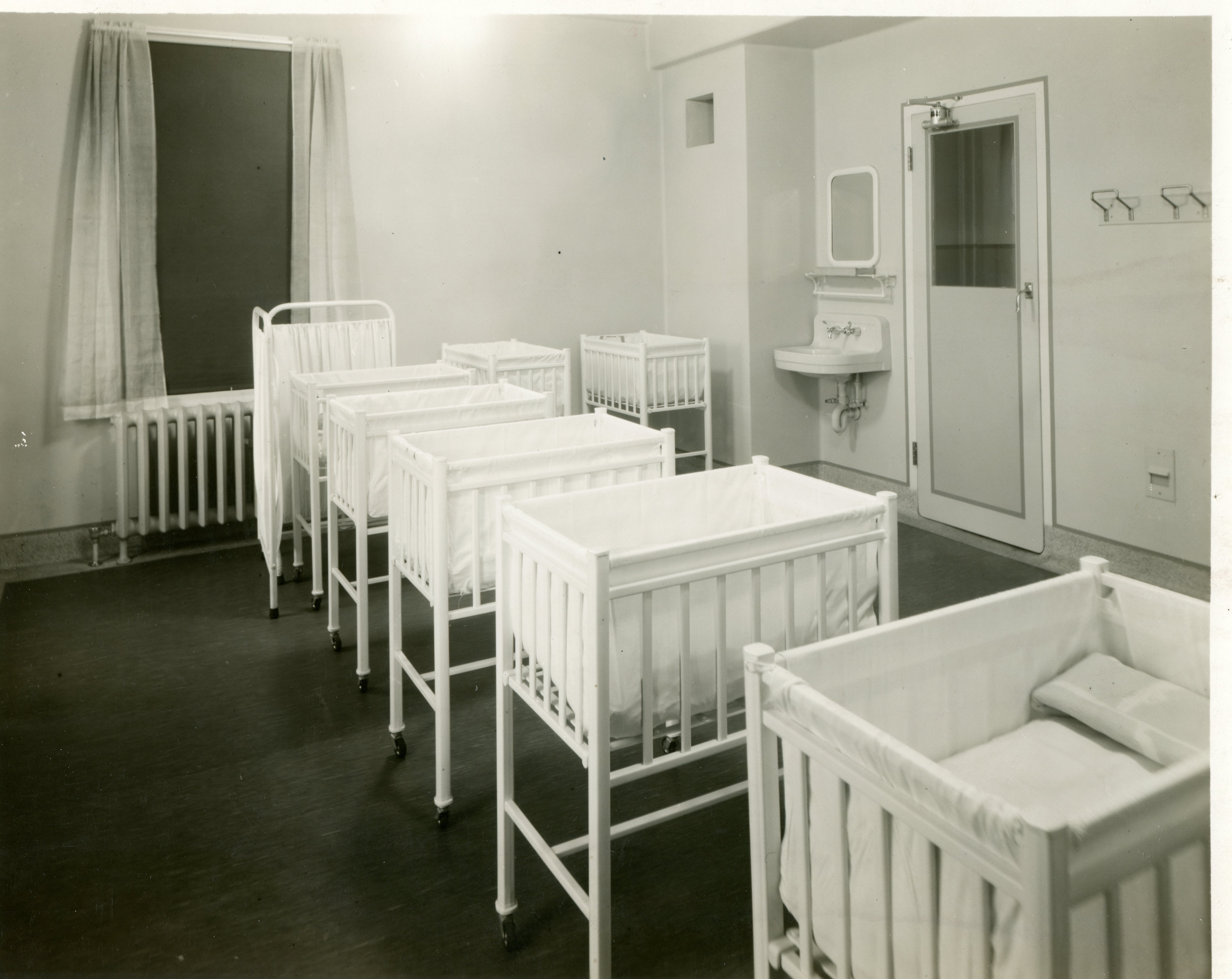New Public Nursery Charity And The Society Girls Of Toronto The Story Of The Cradle Club Of Women S College Hospital