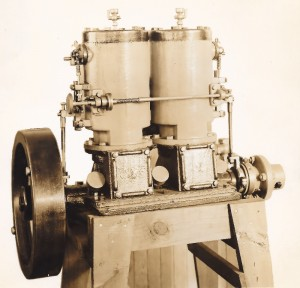 A double mMake and break engine with two cylinders and one fly wheel.