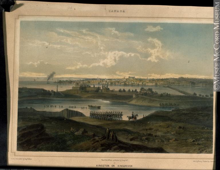 dans les années 1860 - L'image de l'artiste de la caserne militaire et du paysage urbain de Kingston peinte sur les berges herbeuses de Kingsriver avec des militaires qui marchent au premier plan