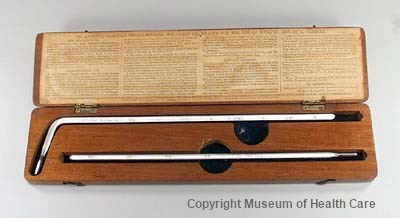 Photograph of two glass Aitken thermometers, one straight and one bent, in a 5.8 centimetre wooden box