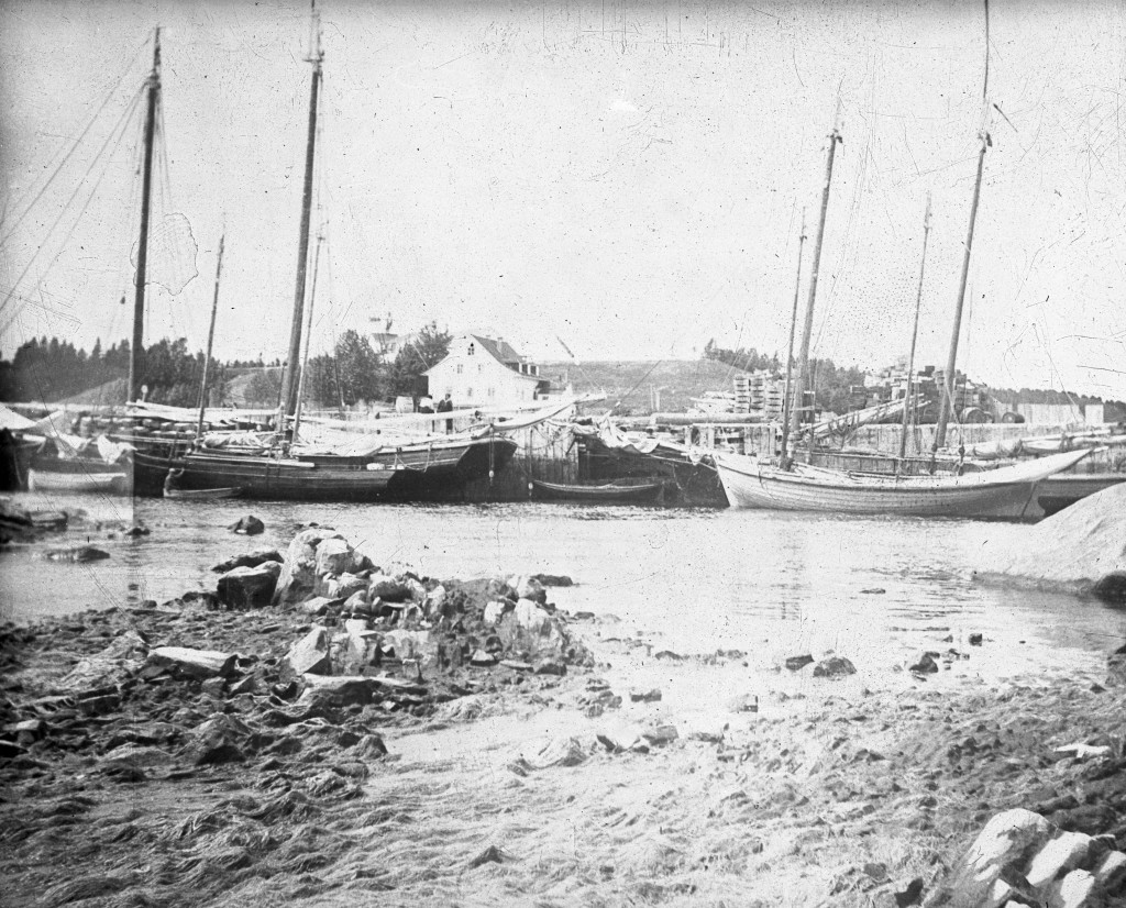 The port at Grand-Métis busy with ships in the early 1900s.