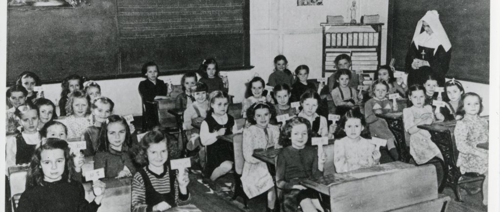 30 young students girls