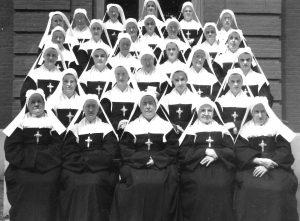 29 nuns posing