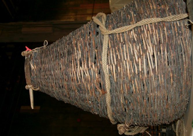 A type of funnel made of small branches that resembles a wickerwork basket. It is known as an eel basket.