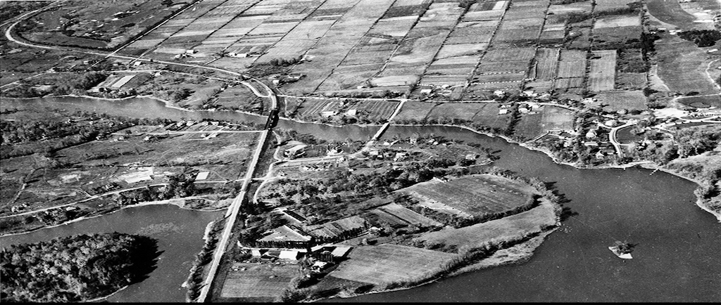 Black and white photo of an aerial view of Sainte-Dorothée and the Laval islands.