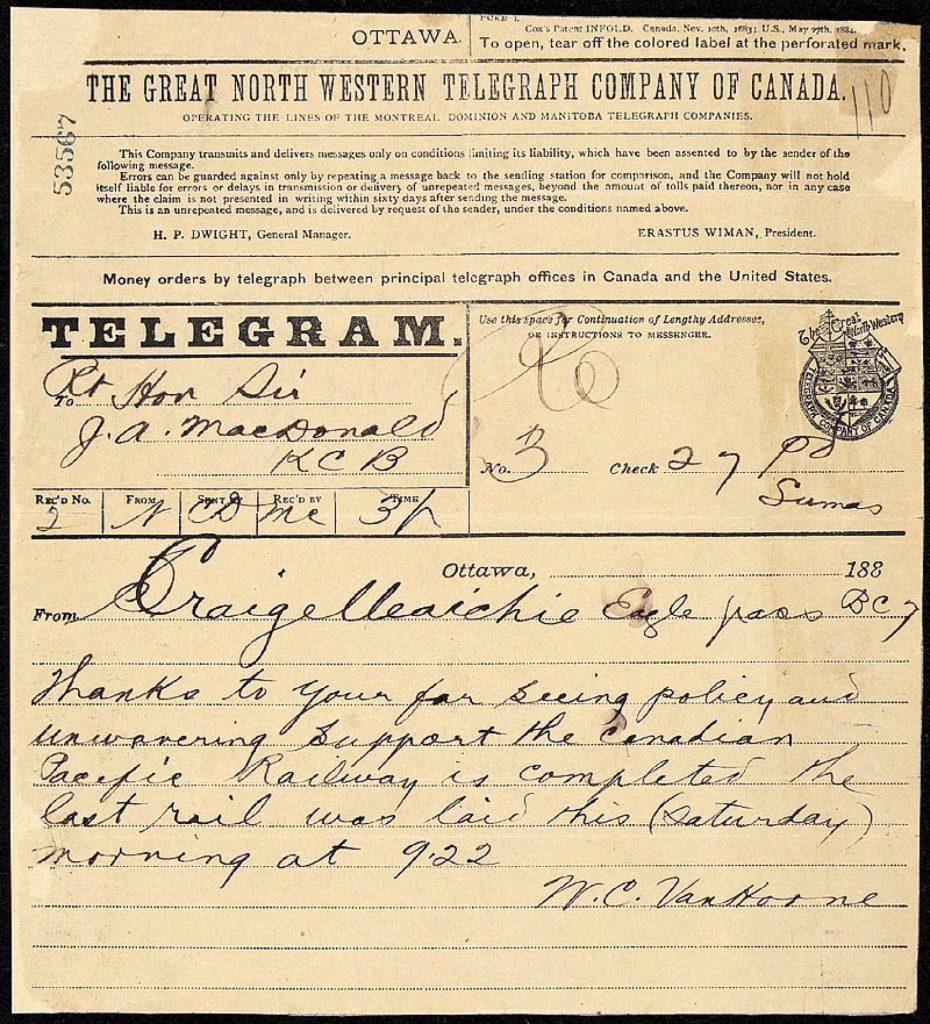 Gros plan d'un télégramme de Sir William Van Horne adressé à Sir John A. Macdonald, annonçant l'achèvement du chemin de fer Canadien Pacifique.