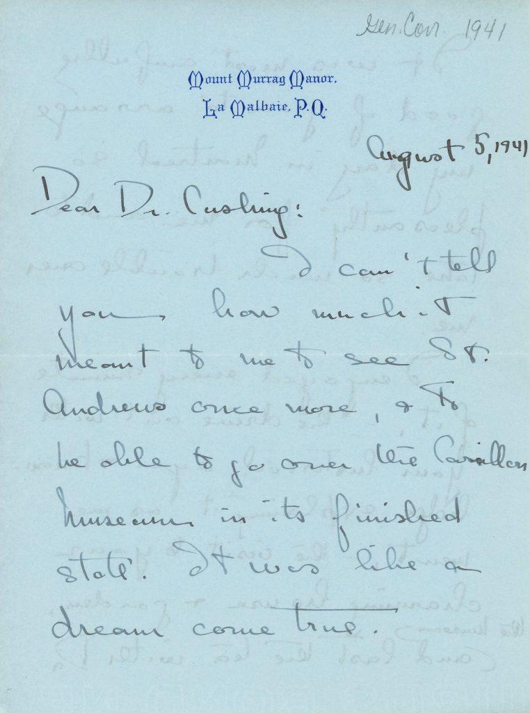 Lettre manuscrite de Mary Lee au docteur Cushing rédigée le 5 avril 1941, encre noire sur papier bleu. Elle remercie le docteur Cushing pour sa visite à Saint-André et au Musée et le félicite pour tout son travail au Musée, ayant particulièrement apprécié la Abbott Room de celui-ci.