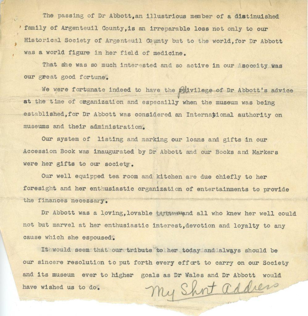 Note dactylographiée du Dr. Cushing, encre noire sur papier sépia, 1940. À la suite du décès de Maude Abbott, il lui rend hommage et énumère sa contribution à la Société historique du comté d'Argenteuil : son intérêt, ses conseils, son système d'identification des artéfacts, la salle de thé et la cuisine.