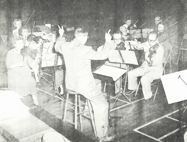 Jan Wolanek and violins in rehearsal