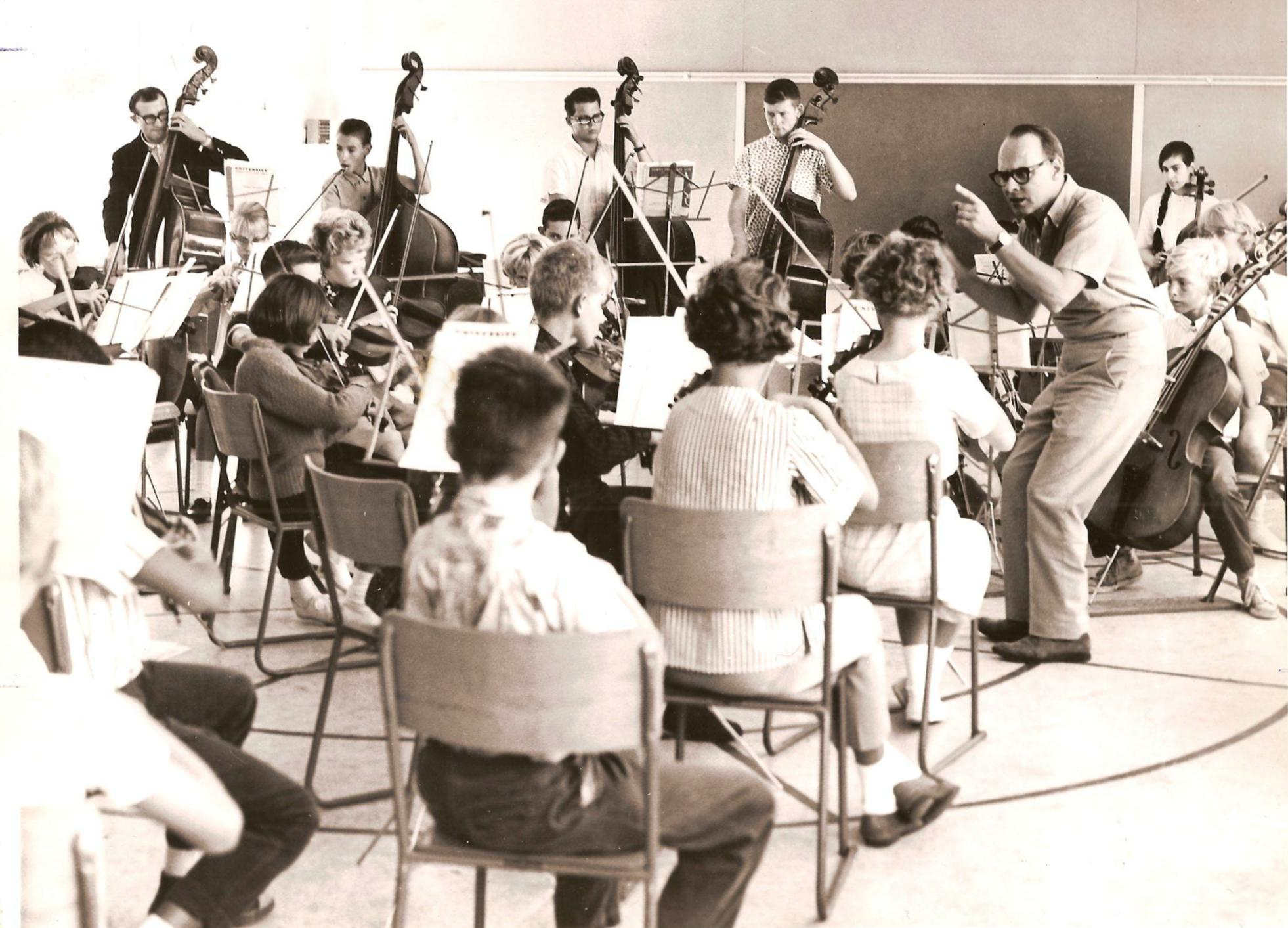 Paul conducts at the summer string school