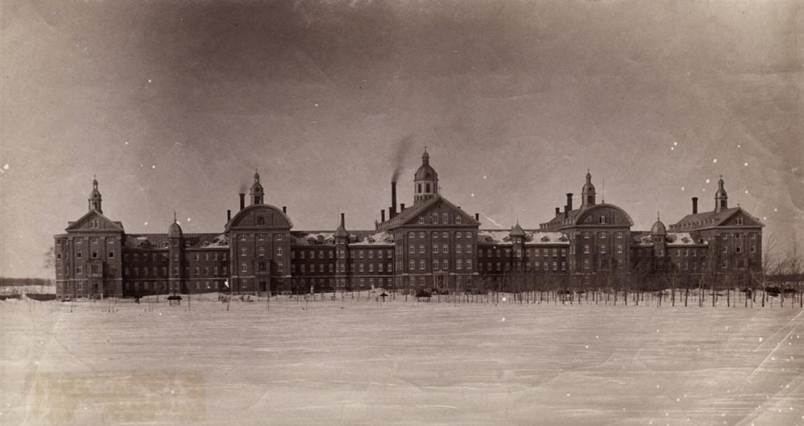 Photograph a hospital in winter circa 1875
