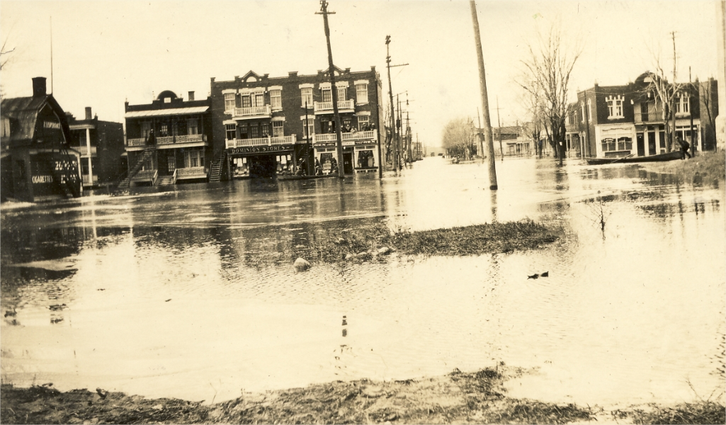 A flooded street-Longue-Pointe's Great Flood in 1928