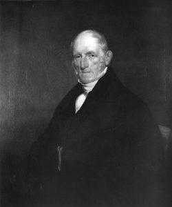 Photographie noir et blanc d'un portrait trois-quarts de Peter Patterson. L'homme âgé porte un élégant habit noir et une chemise blanche.