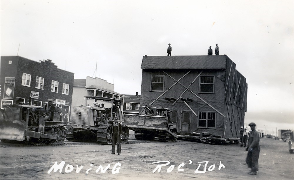 One of the Roc-d'Or building moved to Malartic using tractors