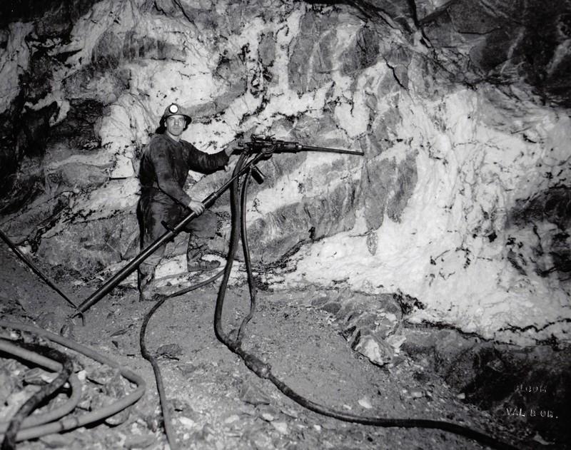 Miner using a Jackleg drill