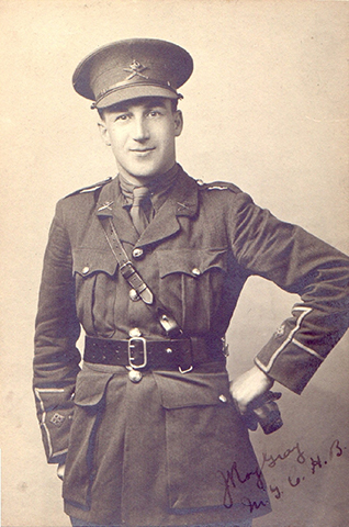 A soldier wearing a peak hat, with his left arm on his hip. Writtings in sepia, lower right corner.