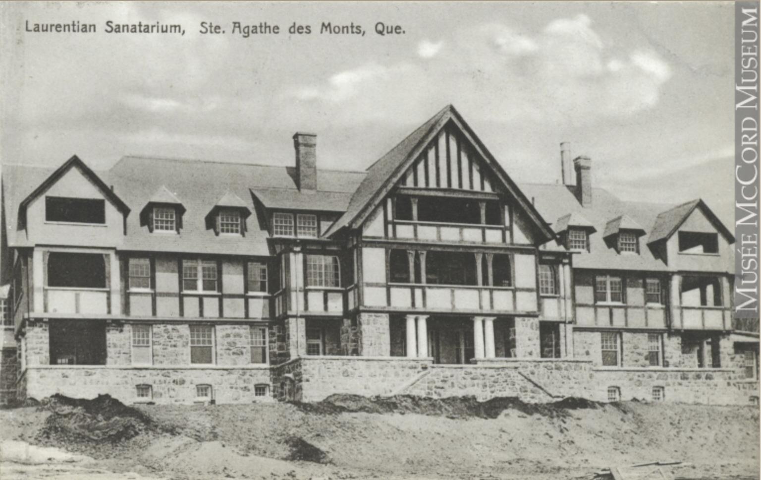 Carte postale ancienne illustrant le Sanatorium Laurentien vers 1915.