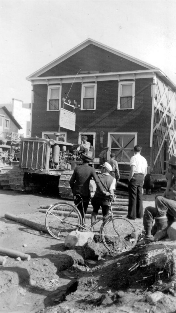 The relocation of Hotel St Louis from Roc-d'Or to Malartic attracts many onlookers.