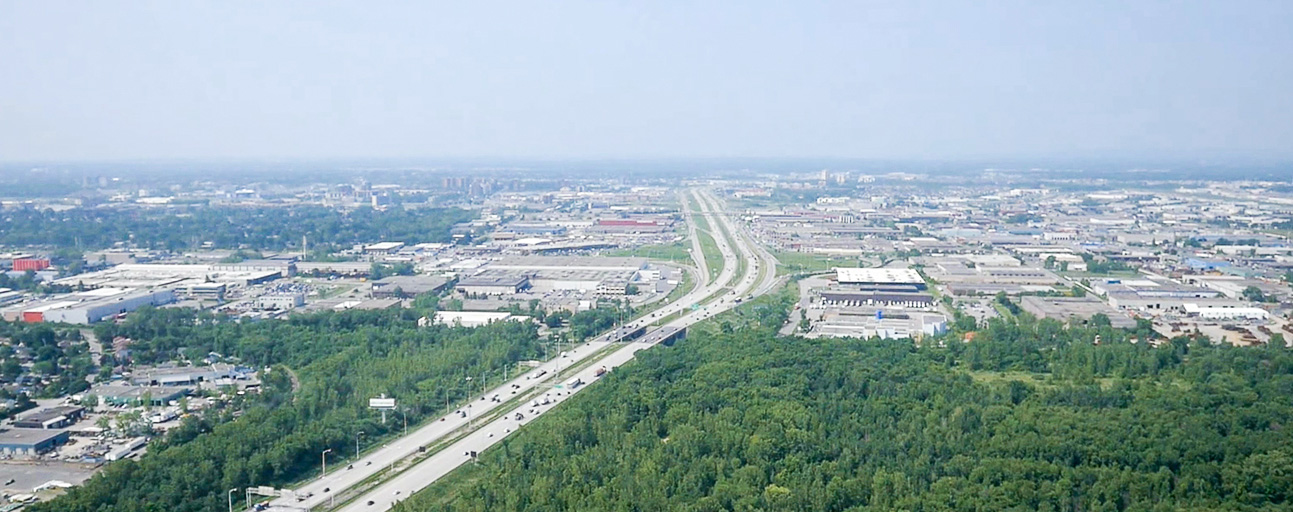 Aerial colour photograph: View of Jean-Noël Lavoie Highway and the industrial sector of Laval.