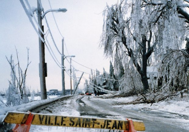 The Champlain road in Saint-Jean was closed because of falling branches and electrical wires that hang.